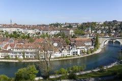 Vieille ville et la rivière Aare dans la ville de Berne Images stock