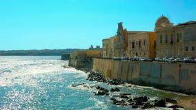 Vieille ville faisant face à la mer Méditerranée banque de vidéos