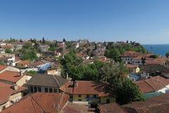Vieille ville Kaleici d'Antalyas avec ses toits rouges célèbres Photographie stock