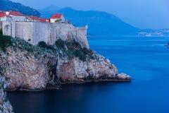 Vieille ville la nuit dubrovnik Croatie Photo stock