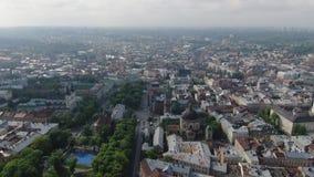 Vieille ville a?rienne Lviv, Ukraine de toits et de rues Partie centrale de vieille ville Ville europ?enne au printemps Secteurs  clips vidéos
