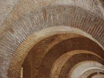 Vieille voûte de brique Image libre de droits