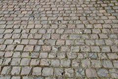 Vieille voie pavée en cailloutis en parc de pays Photographie stock libre de droits