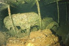 Vieille voiture à l'intérieur II de prise d'épave de bateau de guerre mondiale Image stock