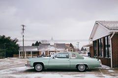 Vieille voiture à vendre photo stock