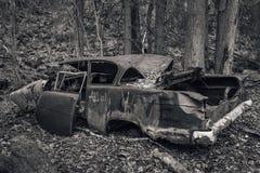 Vieille voiture abandonnée des années '50 Image libre de droits