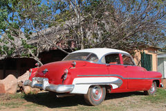 Vieille voiture américaine rouge Photo stock