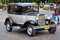 Vieille voiture américaine classique dans les rues de La Havane Image libre de droits