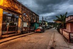 Vieille voiture au vieux Cuba Image libre de droits