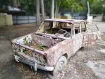 Vieille voiture dans le paintball photo libre de droits