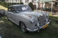 Vieille voiture de limousine de Mercedes Benz d'Allemand photographie stock