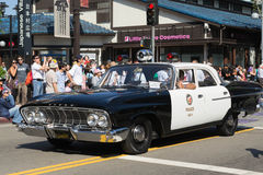 Vieille voiture de police dans le défilé grand de 73th semaine annuelle de Nisei Images libres de droits
