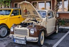 Vieille voiture italienne Fiat 500 Topolino image libre de droits