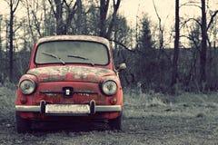Vieille voiture rose intéressante avec le rétro effet Images libres de droits