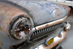 Vieille voiture rouillée Photos stock