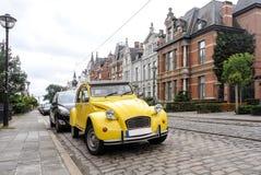 Vieille voiture sur le steet européen Image libre de droits