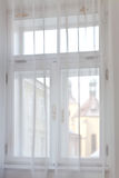 Vieille vue de fenêtre de ville Images stock