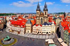 Vieille vue de place, Prague Image stock