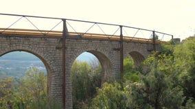 Vieille vue en pierre de pont banque de vidéos