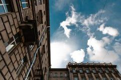 Vieille vue résidentielle de maison Images stock