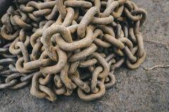 Vieille vue rouillée de chaînes à partir du dessus Photos stock