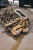 Vieille vue rouillée de chaînes à partir du dessus Images stock