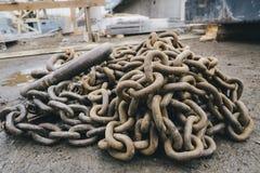 Vieille vue rouillée de chaînes à partir du dessus Photo stock