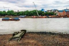 Vieilles étapes de taxi de rivière image stock