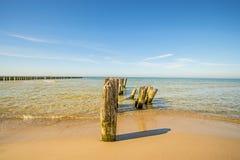 Vieilles aines en mer baltique avec le ciel bleu Image stock