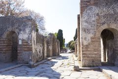 Vieilles allée et maisons de ville de Pompeii photo libre de droits