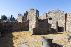 Vieilles allée et maisons de ville de Pompeii images libres de droits