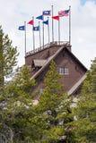 Vieilles auberge et loge fidèles - parc national de Yellowstone image stock