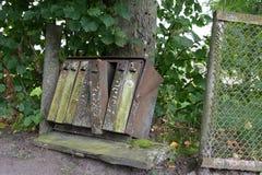 Vieilles boîtes aux lettres superficielles par les agents rouillées Photo libre de droits
