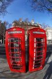 Boîtes rouges de téléphone à Londres, Angleterre Images stock