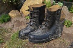 Vieilles bottes en caoutchouc photographie stock libre de droits