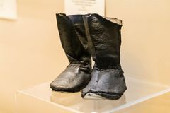 Vieilles bottes en cuir de bébé photos libres de droits