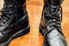 Vieilles bottes noires Images libres de droits