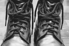 Vieilles bottes noires Image libre de droits