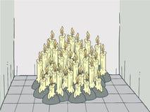 Vieilles bougies dans la chambre vide Photographie stock libre de droits