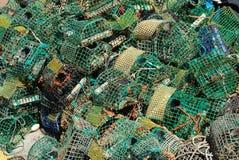 Vieilles cages de pêche dans le port de Cascais, Portugal Image libre de droits