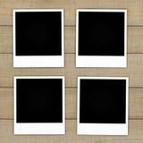 Vieilles cartes de photo sur le fond en bois Image libre de droits