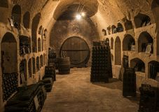 Vieilles caves Castellane avec Pupitres Images libres de droits