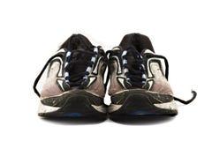 Vieilles chaussures de course d'isolement sur le blanc Images libres de droits