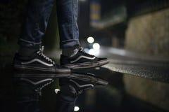Vieilles chaussures de Skool de fourgons image stock