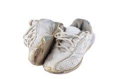 Vieilles chaussures de sport d'isolement au-dessus du blanc Photographie stock libre de droits