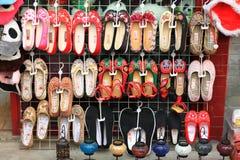 Vieilles chaussures de tissu de Pékin Photos stock