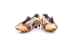 Vieilles chaussures du football d'isolement sur le blanc Images stock