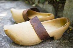 Vieilles chaussures en bois photo libre de droits