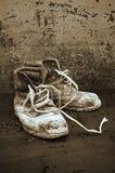 Vieilles chaussures en cuir noires Photographie stock libre de droits