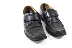 Vieilles chaussures en cuir noires utilisées et portées Images stock